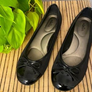 Abella Black Flats w/ Small Heel and Bow